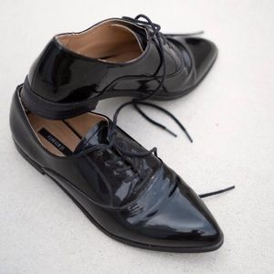 Pointed toe patent leather dress shoes
